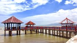 Dermaga Pantai Dampo Awang